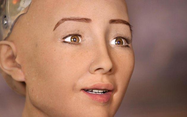 El rostro del Sophia fue sido creado con una nanotecnología que imita la musculatura y la piel humana.   Foto: Captura de pantalla.