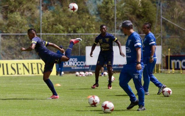 La selección ecuatoriana, dirigida por el técnico Gustavo Quinteros, prueba algunas promesas para el amistoso frente a Venezuela. Foto: TW de la FEF