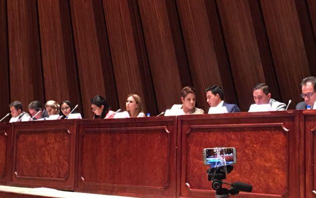Con 12 votos a favor de la Comisión de Fiscalización se dio paso al juicio político de Carlos Pólit. Foto: TW de María José Carrión