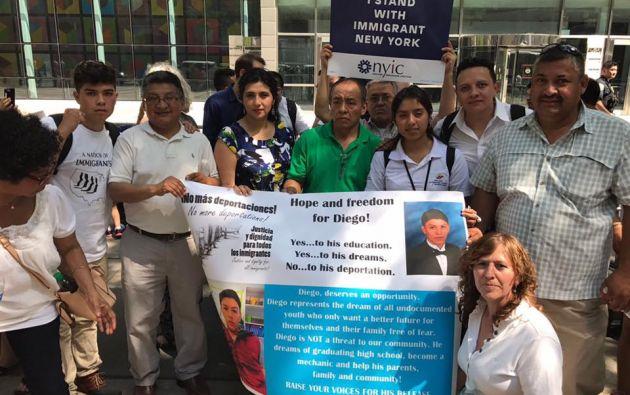En días pasados la comunidad migrante en Nueva York realizó un plantón pacífico en solidaridad de Diego Puma. Foto: Consulado en NY