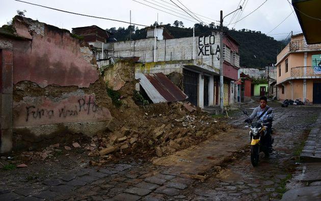 Tras el fuerte sismo se han generado unos 42 temblores de entre 3,3 y 3,8 grados, según el Instituto de Sismología.  | Foto: Reuters.