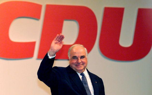 Imagen de archivo del excanciller Helmut Kohl en 1998. | Foto: Reuters.