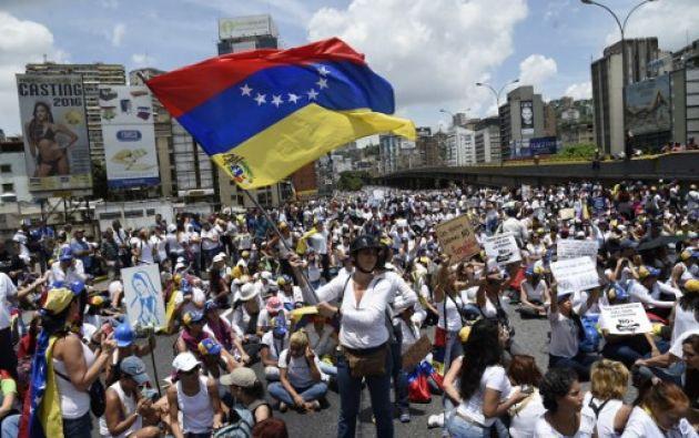 La oposición política venezolana pidió a todos los ciudadanos que desean un cambio de Gobierno salir este lunes a marchar en Caracas y mantenerse en protesta en las calles. Foto: AFP