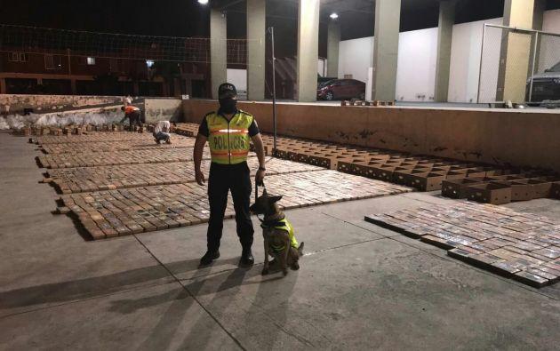 """Guayaquil.- El decomiso tuvo lugar en el marco del operativo """"Tropical"""" realizado en el Puerto Marítimo del Guayaquil, en el suroeste del país. Foto: Policía Nacional"""
