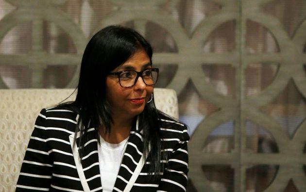 La canciller venezolana Delcy Rodríguez, en una reunión previa a la asamblea general de la OEA, que se realiza en Cancún. | Foto: Reuters.
