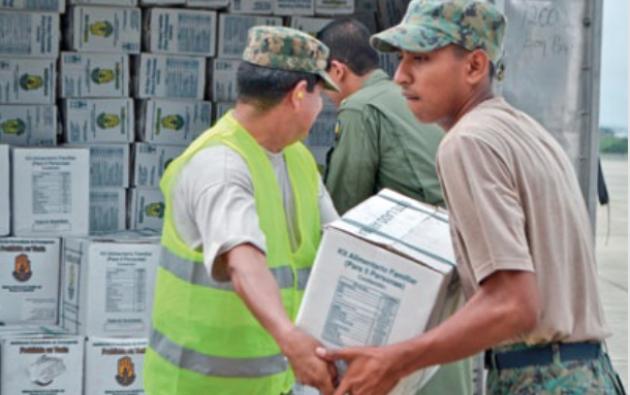 Algunos alimentos caducaron antes de que puedan ser entregados a las víctimas del terremoto. Foto: Vistazo
