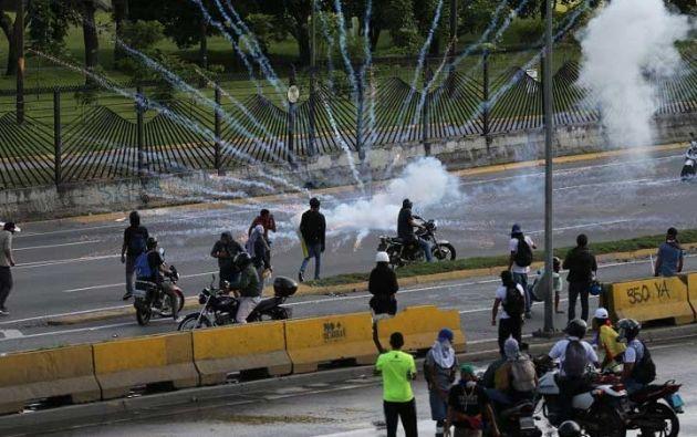El último fallecido durante las protestas de Venezuela fue un joven que recibió varios disparos de efectivos militares. Foto: AFP