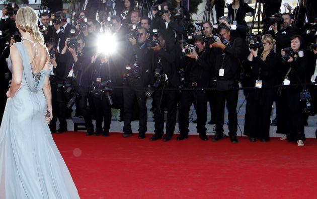 Muchos de los famosos lucieron trajes pasados de moda y un poco desaliñados antes de impactar en la alfombra roja. Foto: Tomada del HuffPost