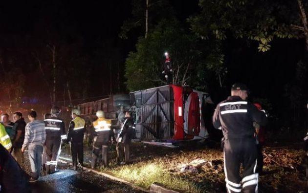 Al menos 12 personas resultaron heridas tras el accidente ocurrido en la vía Las Mercedes-Los Bancos. Foto: Ecuavisa