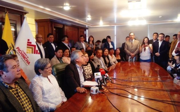 El Prefecto Baroja dijo la relación con Mosquera era solo por el financiamiento de Toachi Pilatón. Foto: Prefectura