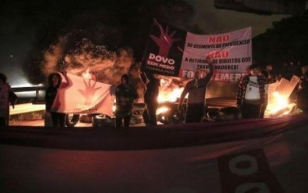 Decenas de manifestantes comenzaron con la huelga sindical desde la noche del jueves en varias ciudades de Brasil. Foto: tomada de Ecos Latinoamérica