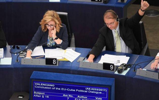 Por 567 votos a favor, 65 en contra y 31 abstenciones, los eurodiputados dieron su visto bueno a este pacto firmado en diciembre de 2016.| Foto: AFP