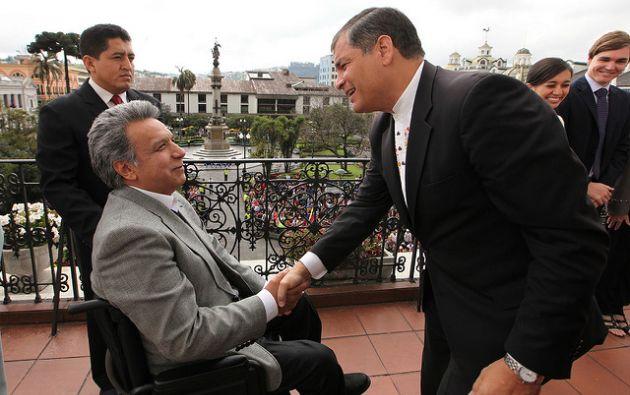 Épocas del pasado: Lenín Moreno asistió a un cambio de guardia del entonces Presidente Rafael Correa en 2015. Foto: Presidencia