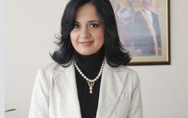 Marcela Aguiñaga, (aquí en en una foto de 2010) decidió mantener el cuadro del expresidente Rafael Correa que tiene en su despacho en la Asamblea.