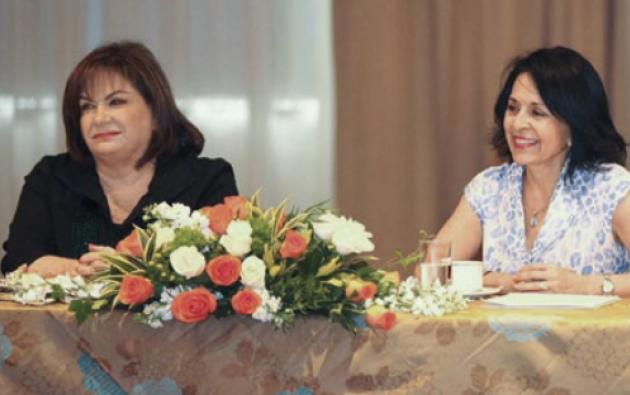 Rocío González de Moreno se reunió con las cónyuges de los alcaldes del país. Aquí con Cynthia Bohrer, esposa de Jaime Nebot. Foto: Vistazo