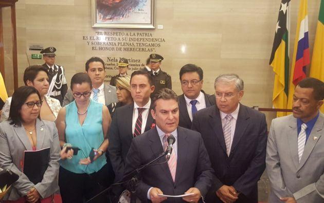 Se registraron 107 votos afirmativos y 18 negativos, según precisó el Legislativo en su cuenta de Twitter. Foto: Twitter J.C. Aizprúa