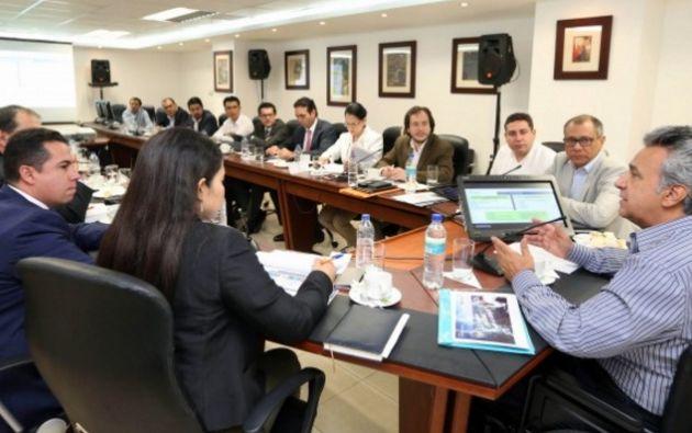 GUAYAQUIL, Ecuador.- El primer mandatario se reunió con el vicepresidente Jorge Glas y varios de sus ministros para delinear las acciones de esta propuesta. Foto: El Ciudadano