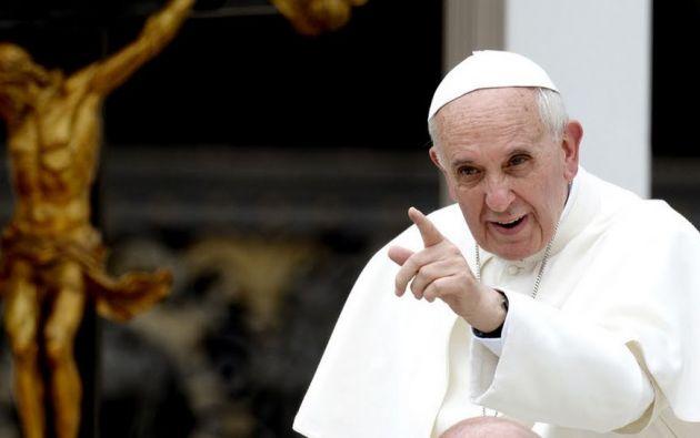 El Papa Francisco conserva su buen sentido del humor a pesar de los últimos acontecimientos en el Vaticano. Foto: Agencias