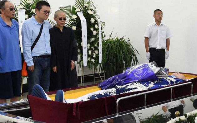El régimen chino controló hoy hasta el último adiós al nobel de la Paz y símbolo de la democracia Liu Xiaobo, al permitir únicamente que se celebrara una breve ceremonia.
