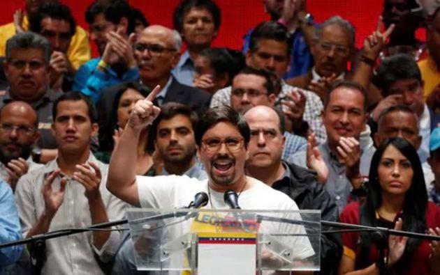 """""""Convocamos a todo el país a que este jueves asumamos en protesta masiva y sin violencia un paro cívico nacional"""" dijo el dirigente opositor Freddy Guevara. Foto: Reuters"""