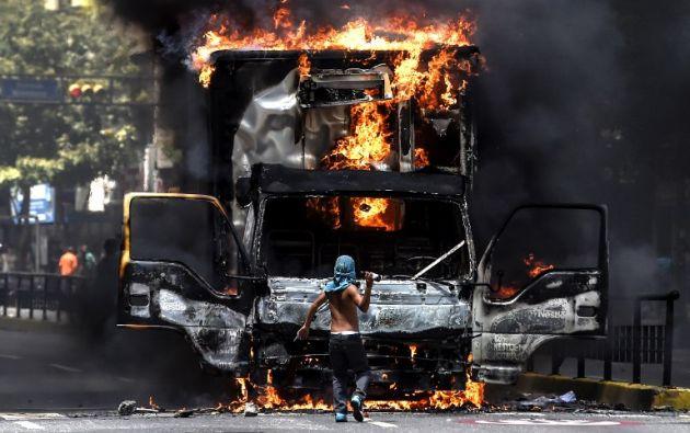 El hombre murió incinerado durante una manifestación en el estado Anzoátegui. Foto: AFP