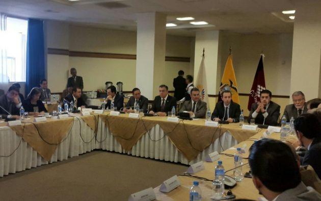 Serrano, titular de la Asamblea, dijo a los gremios que respaldarán la propuesta del Presidente Lenín Moreno para que el dinero electrónico pueda ser procesado a través del sector financiero privado. Foto: TW de Cámaras
