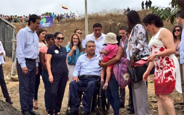 """Moreno: """"De aquí en adelante casa digna para la gente, porque es un derecho"""". Foto: Twitter Vamos Lenín"""