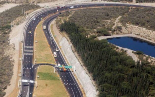 Collas-Tababela de 11.9 kilómetros se empezó a construir en 2011 a un costo de 110 millones y terminó costando 180 millones de dólares. Foto: Vistazo