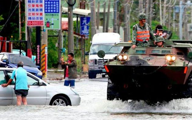 Ayer por la tarde Taiwán fue golpeado por su segundo tifón en dos días, el Haitang, después de que Nesat azotara la isla el sábado. Foto: EFE