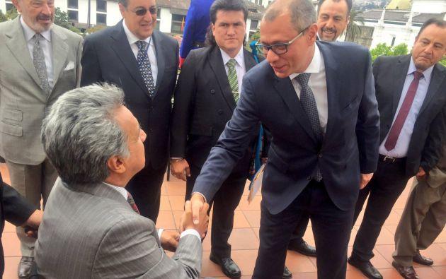 El Vicepresidente Glas participó este lunes en el cambio de guardia junto al Mandatario. Foto: Vicepresidencia