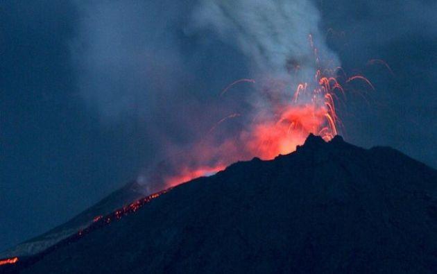 De 3.560 metros de altura, este volcán empezó su actual proceso eruptivo en 2002 y se caracteriza por generar explosiones, emisiones de gases y ceniza, flujos de lava y lahares. Foto: Archivo-referencial