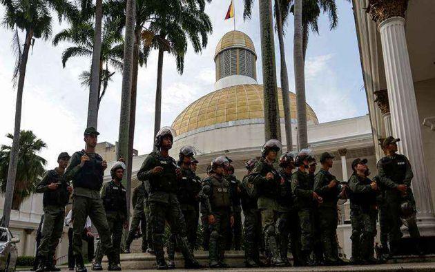 Se impidió el ingreso de diputados opositores a Parlamento. Foto: El cooperante