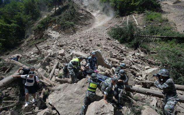 El aislamiento de la región y un millar de réplicas, la más violenta de magnitud 4,8, complican las operaciones de centenares de soldados socorristas. Foto: Reuters