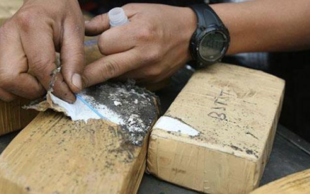 Entre las evidencias constan varios sacos de yute y maletas de nylon de diferente color. Foto referencial