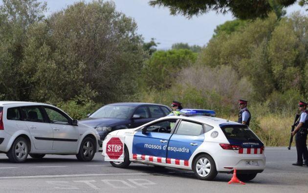 La policía catalana no sabe si uno de los terroristas huidos tras los atentados de Barcelona y Cambrils, donde murieron 14 personas sigue en España o se ha fugado al extranjero. Foto: AFP