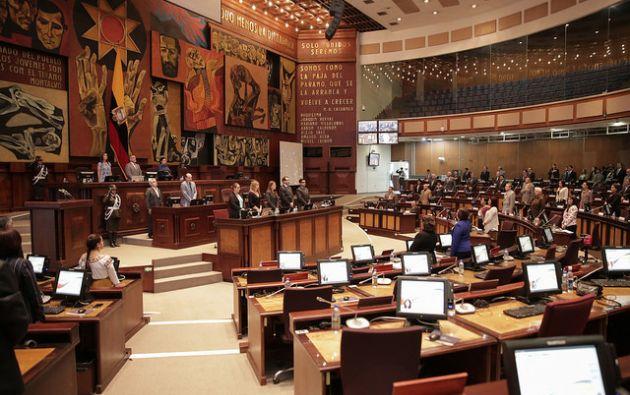 """Serrano, acompañado de los asambleístas de PAIS, aseguró que los legisladores """"confían plenamente en la inocencia del compañero Jorge Glas"""". Foto: archivo"""
