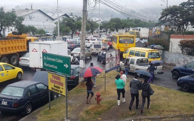 Se registra tráfico y vías cerradas en la capital por quema de llantas. Foto: Twitter