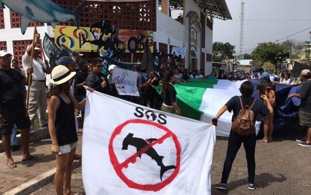 El proceso se inicio en medio de las protestas de ecuatorianos tanto dentro como fuera de la isla. Foto: cortesía