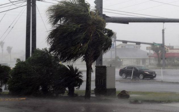 Varios condados ya habían recibido en la mañana del sábado cerca de 23 cm de lluvia en 24 horas. Foto:AFP