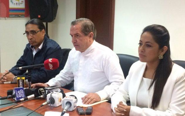 Pabón, Patiño y Hernández anunciaron esa decisión en una declaración a la prensa efectuada en Guayaquil. Foto: Twitter Alianza PAIS