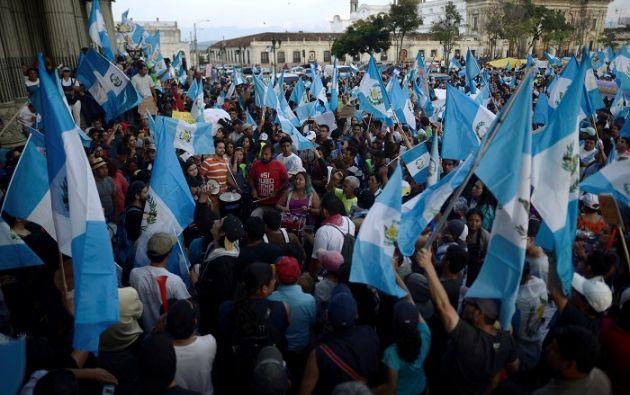 """Además de las renuncias, la decisión de Morales de declarar """"non grato"""" al titular de la Cicig ha provocado manifestaciones en las calles de Guatemala. Foto: Reuters"""
