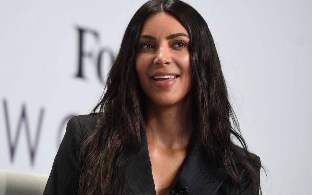 En la edición de septiembre de la publicación, Kim, de 36 años, luce con los característicos atuendos, peinado y maquillaje de Jackie O. Foto: Internet