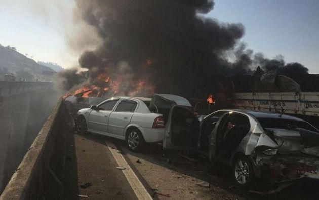 El accidente fue provocado por un camión que transportaba pinturas y que embistió a otro que cargaba metales. Foto: El Carabobeno
