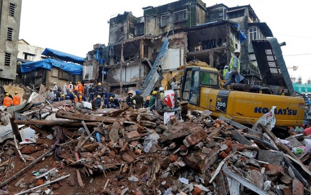 Las autoridades calculan que unas 40 personas se hallaban en el interior del edificio cuando se produjo el accidente. Foto: Reuters