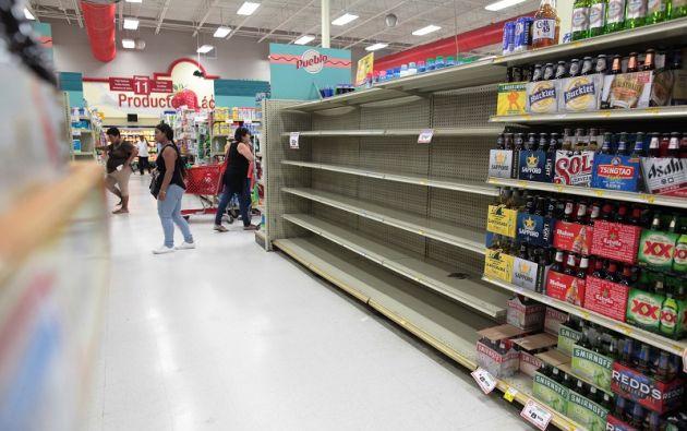 """Los preparativos para el arribo del huracán """"deben acelerarse y completarse rápidamente en la zona de advertencia"""", dijo el NHC. Foto: Reuters"""