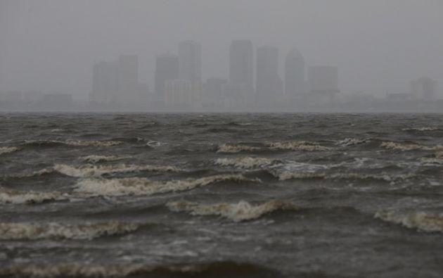 El horizonte de Tampa se representa a través de la bahía de Hillsborough antes de la llegada del huracán Irma. Foto: Reuters