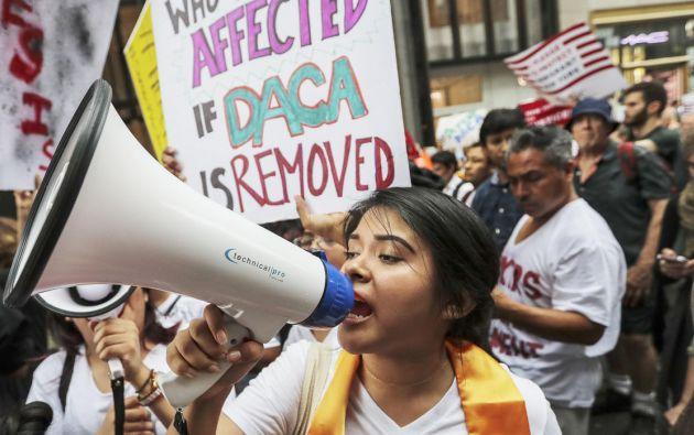 Cientos de jóvenes amparados en EE.UU. por el plan migratorio DACA que, pese a la eliminación del programa, pueden optar a una extensión por otros dos años. Foto: Archivo