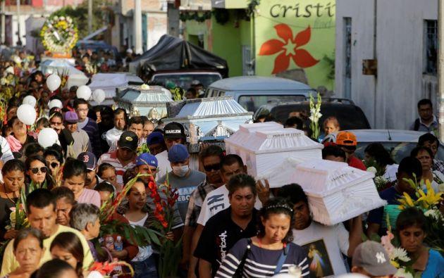 """Peña Nieto señaló que: """"requerirá inicialmente la demolición de edificios con daños estructurales irreparables y la remoción de escombros"""". Foto: Reuters"""