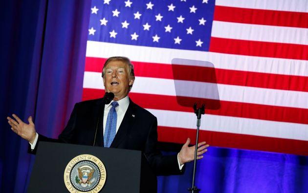 """Esa baja """"drástica"""" permitirá """"a los grupos estadounidenses imponerse ante los competidores extranjeros y volver a ganarles"""", dijo Trump. Foto: Reuters"""