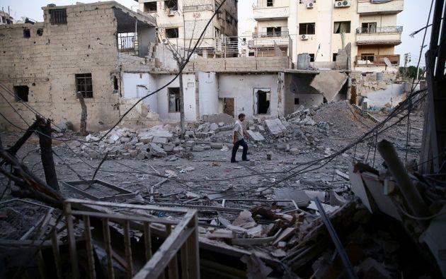 Según el OSDH, primero estalló un coche bomba y, a continuación, dos kamikazes detonaron sus cinturones explosivos. Foto referencial: Reuters